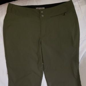 Columbia Women's Capri Size 10. Green.